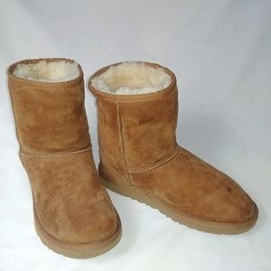 UGG Girl's Chestnut Suede Boots #5251Y Size: 5M